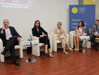 конференція за участі Ольги Бєлькової